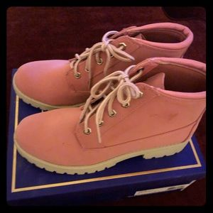 New Pink Suede White Mountain Boots